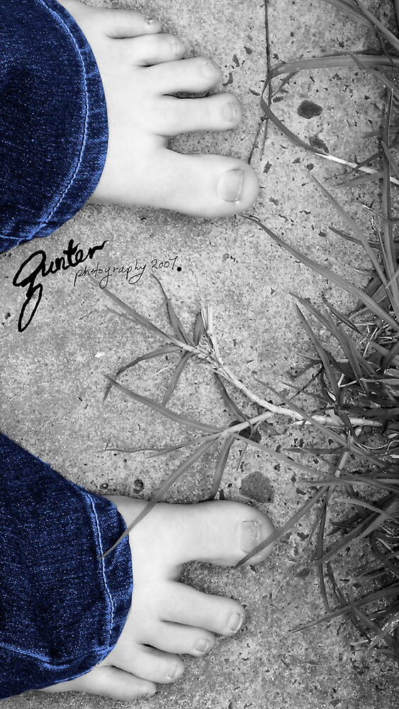 Happy Feet  by Gunter Photography