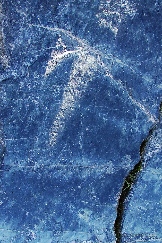 Blue rockart by Tom André Cook