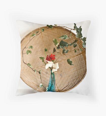 Ikebana-062 Throw Pillow