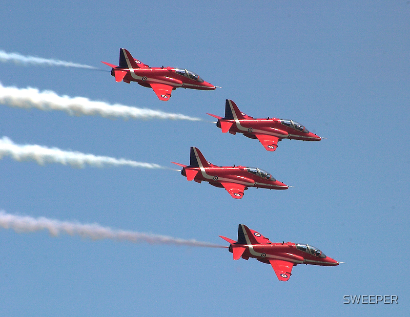 Red Arrows by SWEEPER