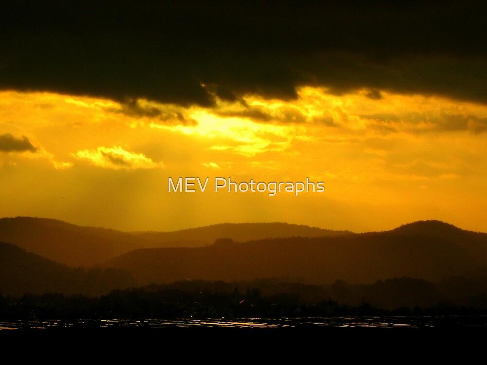 Sunburst by MEV Photographs