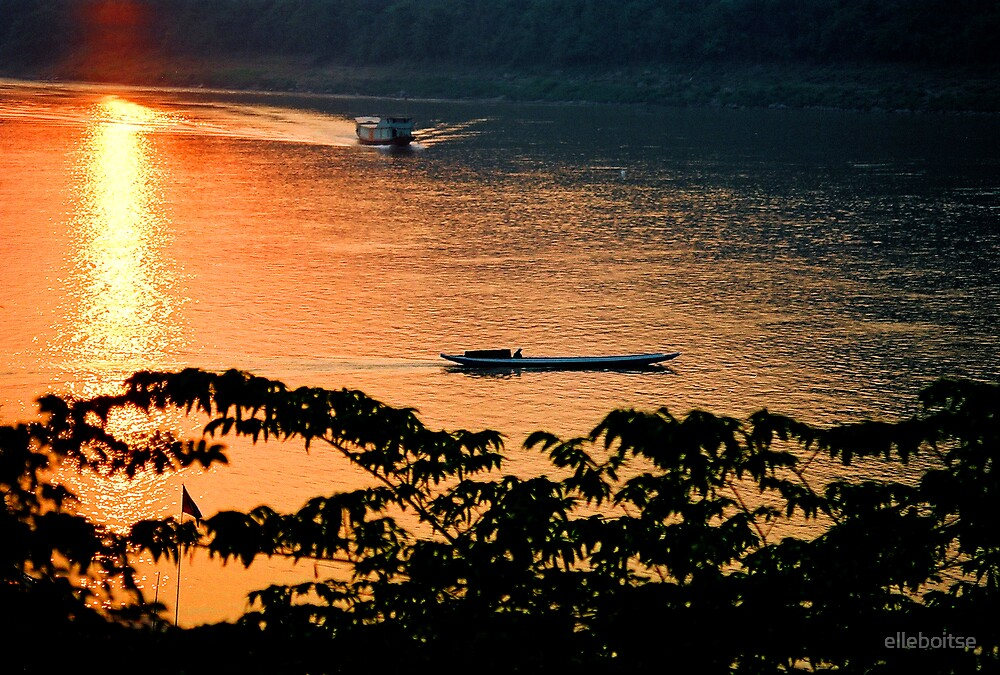 Mekong sunset by elleboitse