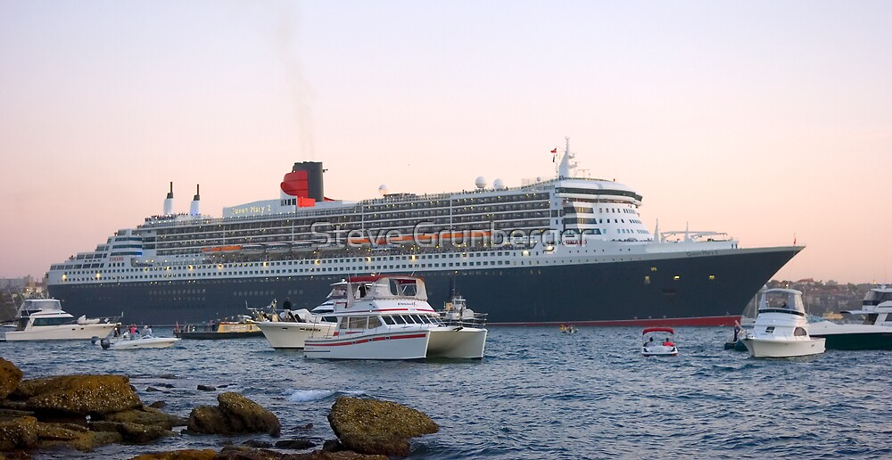 Queen Mary II by Steve Grunberger