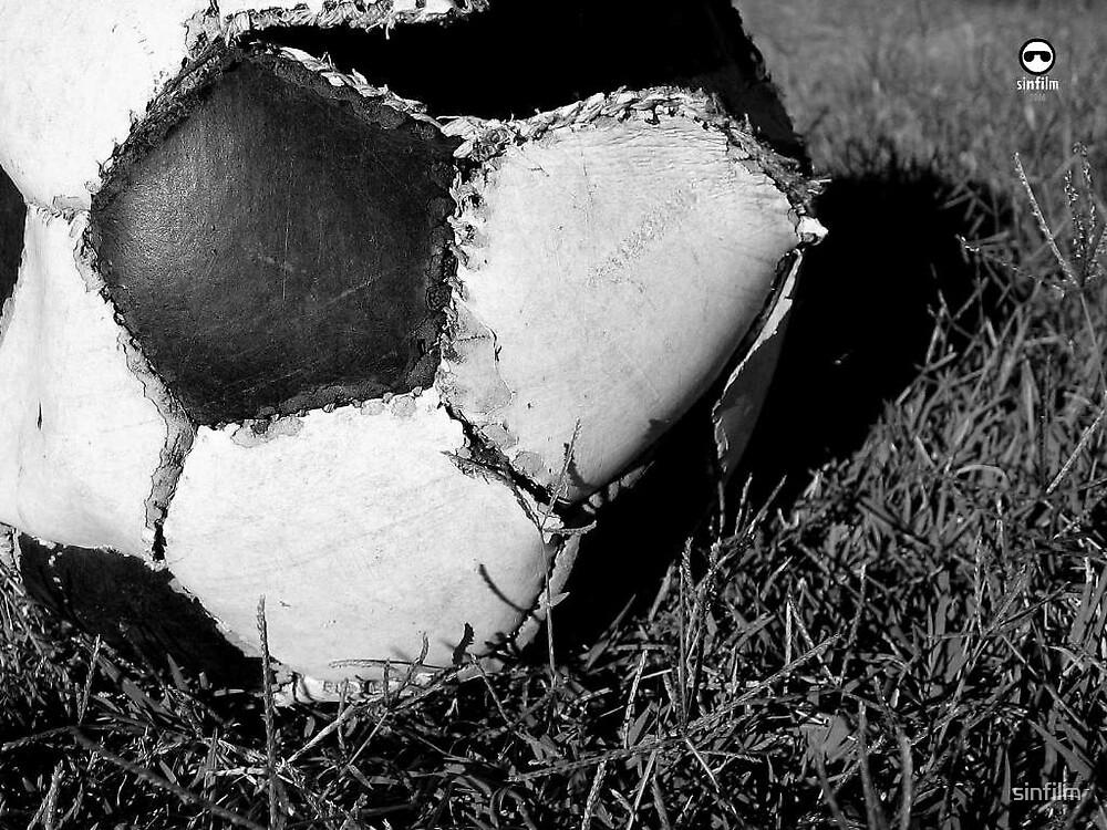 La pelota no se mancha...pero se rompe by sinfilm