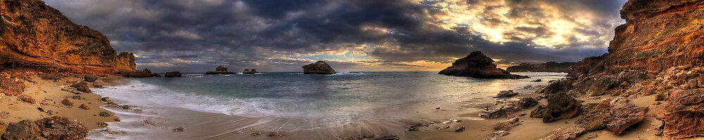 Island Bay Pan by Robert Mullner