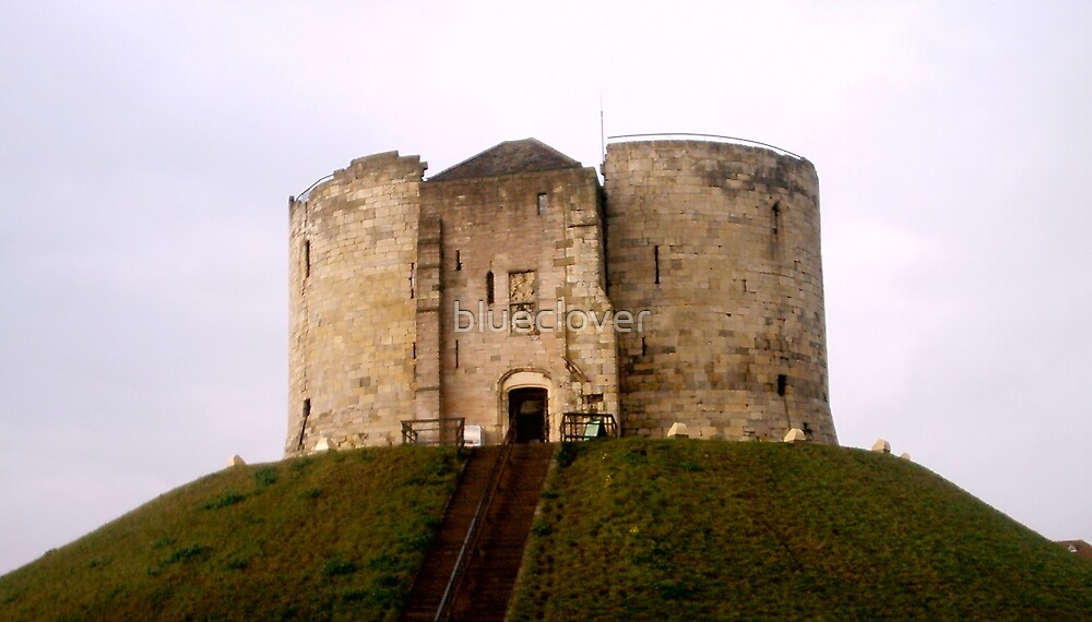 Clifford's Tower, York by blueclover