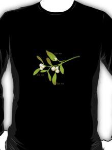 Kiss me mistletoe T-Shirt