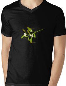 Kiss me mistletoe Mens V-Neck T-Shirt