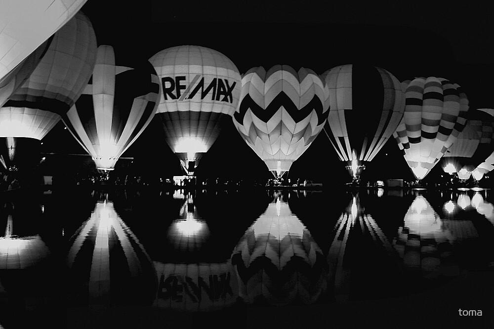 black/white balloon glow by toma
