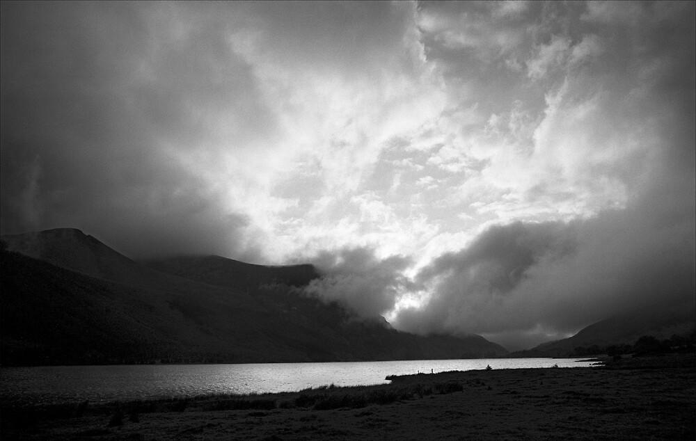 Llyn Cwellyn Storm by Hywel Harris