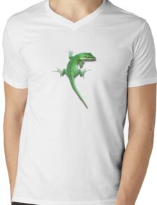 Climbing lizard. Mens V-Neck T-Shirt