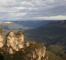 Afternoon at Echo Point - Blue Mountains by Philip Wong