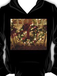 Sparkle Wreath on the Fence At Santa's House T-Shirt