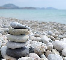 Stack of  pebble by lvinst