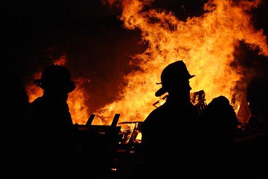 Fire Silouette by bunnij