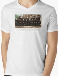 Colorized - Solvay Conference 1927. Einstein, Curie, Bohr and more. Mens V-Neck T-Shirt