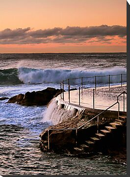 Sunrise at Bronte Beach, NSW by Kim Roper