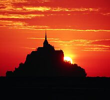 sunset at Mont-Saint-Michel by shamusfrisbedog
