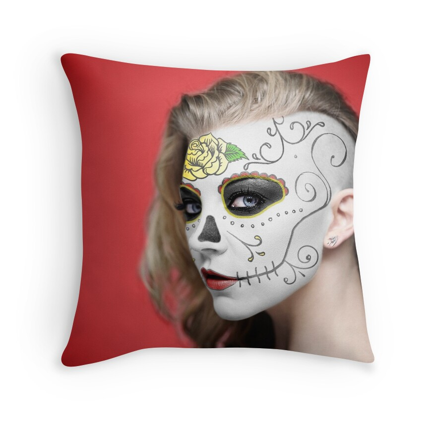 Decorative Pillows Makeup :