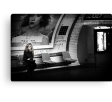 Le dernier Metro Canvas Print