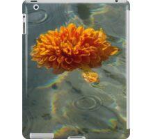 Liquid Rainbows – Floating Chrysanthemum Blossom in the Sunshine iPad Case/Skin