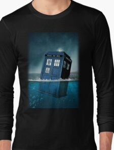 Blue Box in Water Hoodie / T-shirt Long Sleeve T-Shirt