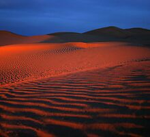 Sahara dunes by firelight by Colin Scougall