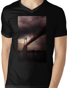 The gate Mens V-Neck T-Shirt