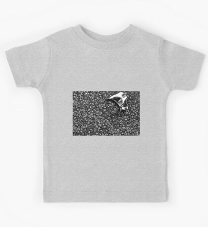 Coffee beans in black and white Kids Tee
