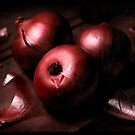 Red Onions by jaker5000
