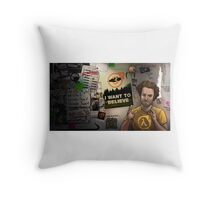 half life 3- I want to believe! Throw Pillow