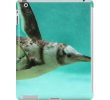 "The Penguin - Fantastic underwater photo of a penguin in ""flight"" iPad Case/Skin"