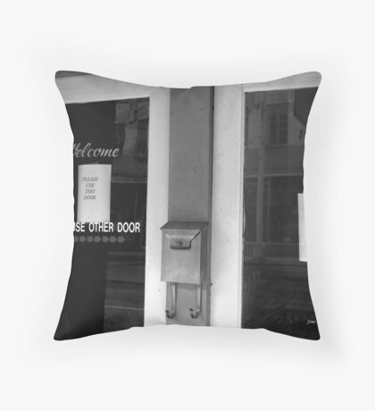 I'm confused! Throw Pillow