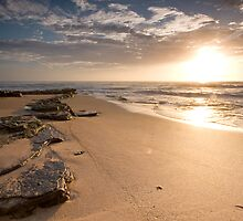 Turimetta Beach Sunrise by Daniel  Speranza