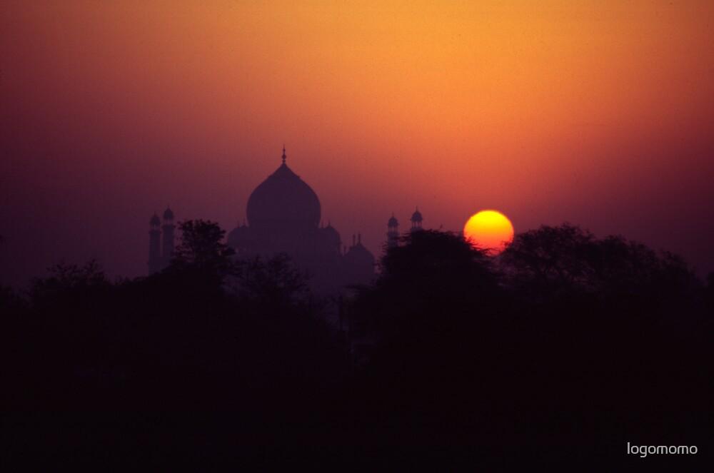 Taj Mahal at sunrise by logomomo