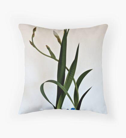 Ikebana-076 Throw Pillow