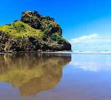 Piha Beach by Casperry