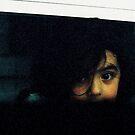 Peeking girl by klaartje