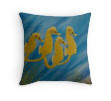 cavalos-marinhos Throw Pillow