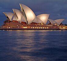 Sydney Opera House at night by simonwoolley