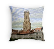 La Cathédrale Saint-Nicolas de Fribourg Throw Pillow