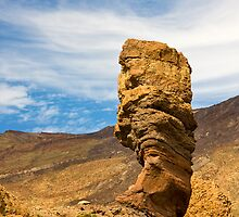 Los Roques Mount Teide  by Rob  Ford