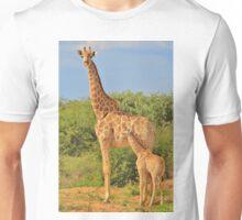 Giraffe Love - Mom is the Best Unisex T-Shirt