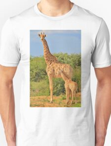 Giraffe Love - Mom is the Best T-Shirt