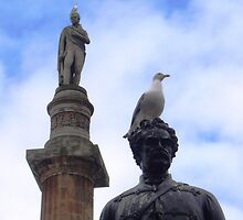 Statues and birds by Vincent Teh