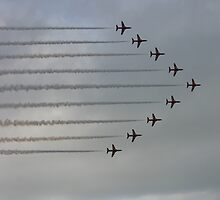 Red Arrows in full flight by jab03