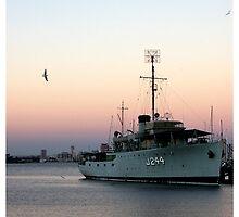 HMAS Castlemaine by Bronwen Hyde