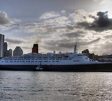 QE II - Leaving Sydney Harbour by norgan