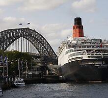 QE II - Leaving Sydney Harbour II by norgan