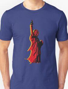 Strange statue of Che T-Shirt